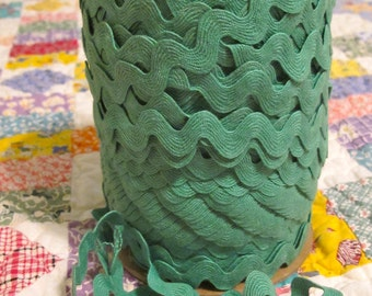 Vintage Cotton Ric Rac - Kelly Green - 5 yards - 6 Dollars
