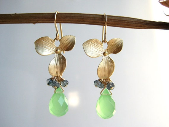 Gold Flower Earrings - bridesmaid gifts with green drop stones and charm - Orchid Flower (Green)