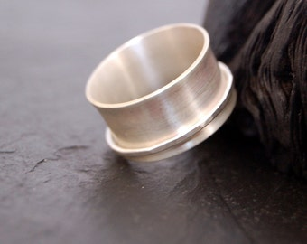 Satin spinner sterling band