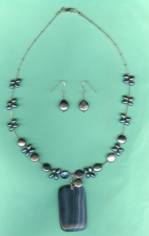 Silvery-Grey Agate Peacock Cultured Freshwater Pearls Necklace Earrings Set