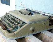 Antares Parva Vintage Mid Century Typewriter