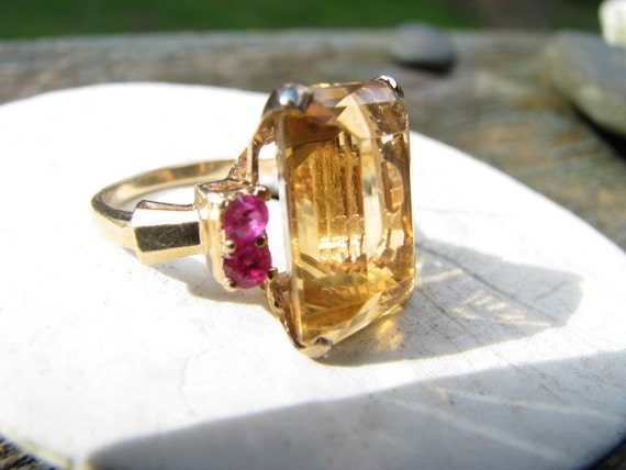 Big Bold Retro14K Gold Citrine and Ruby Cocktail Ring - Beautiful Color - Eyecatching