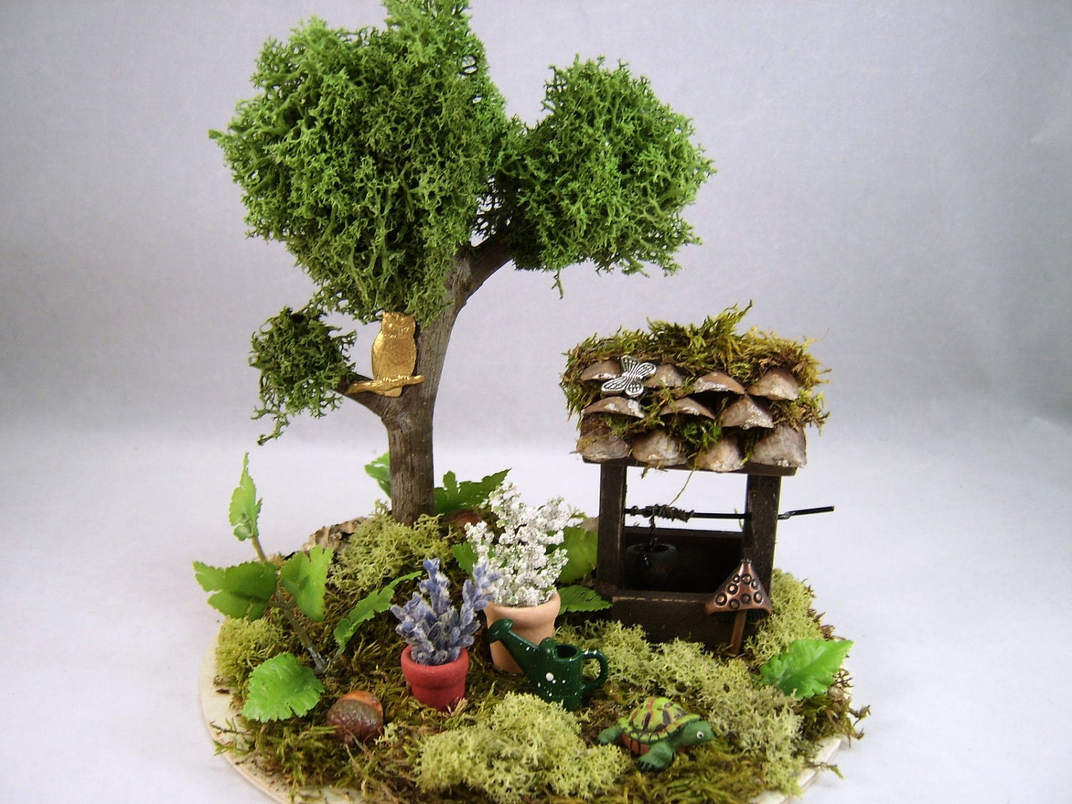 miniature wishing well garden for dollhouse or shelf display. Black Bedroom Furniture Sets. Home Design Ideas