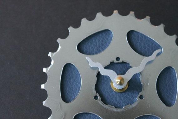 bicycle clock - simple blue