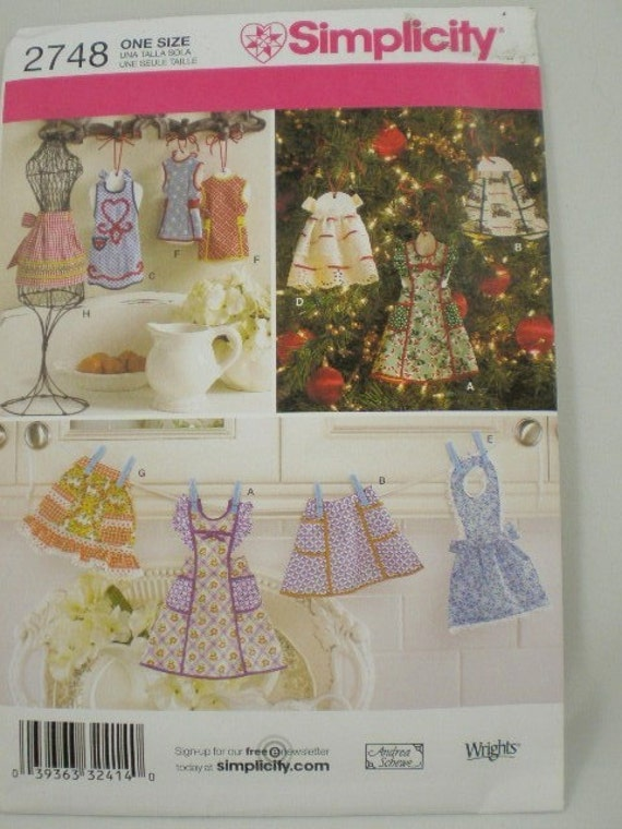 Pattern for miniature Apron Ornaments Simplicity 2748 Tiny aprons for dolls