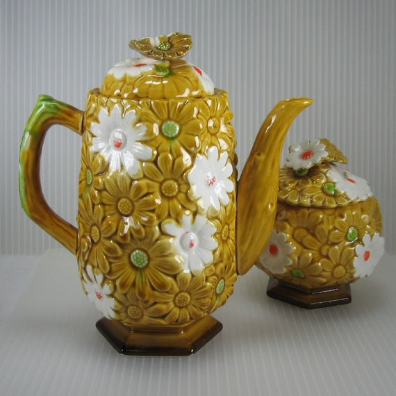 Vintage Fred Roberts gold daisy coffee tea pot and sugar bowl