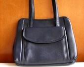 Vintage Purse, Navy Blue Vinyl  Snap Frame Handbag w/ Pockets, Retro Shoulder Bag. Fifties Sixties Style Fashion Accessories. Vegan, Faux.