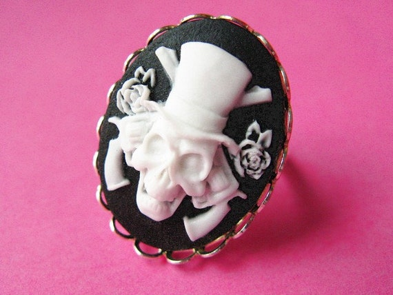 Glamour Skull Cameo Ring - White and Black Vintage Style Adjustable Ring