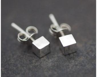 Cubetti Earrings - Sterling Silver Geometric Everyday Stud Cube Earrings