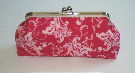 SNAP CLUTCH IN BERRY WHISPERS
