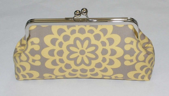 SNAP CLUTCH IN BUTTER AND GRAY WALLFLOWER