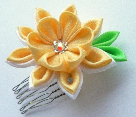 Mini Daisy -- Fabric Flower Tsumami Mini Hair Comb