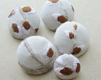 Fabric Covered Buttons -  Vintage Embroidered Linen - 5pc