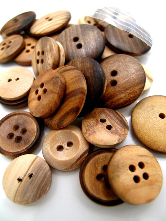 Buttons Primitive Wood Mix x30 with 3 different styles and 10 of each