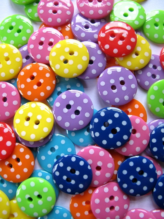 Buttons 15mm  SPOTS x160 Droplet size This is 10 each of 16 different colours 1.5cm