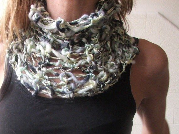 soft ribbon collar in Green  Silver and black