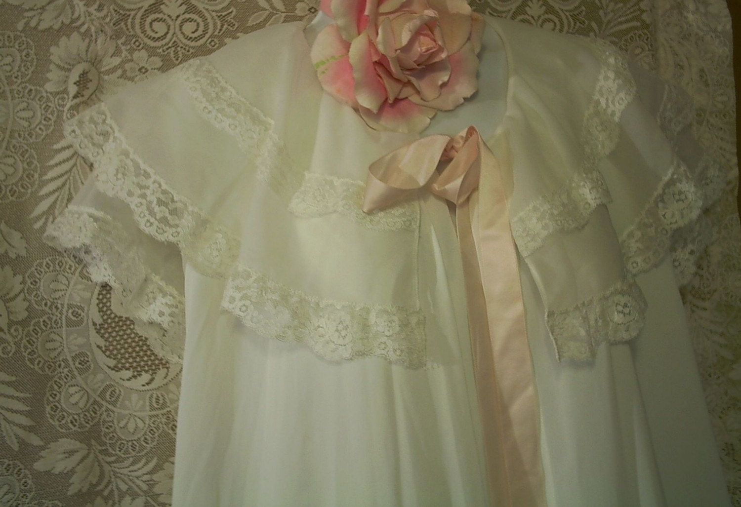 White Lacey Vintage Chemise And Robe Set Pink Ribbon 36