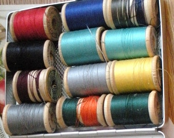 One Dozen Assorted Wooden Spools With Thread in Vintage Tin