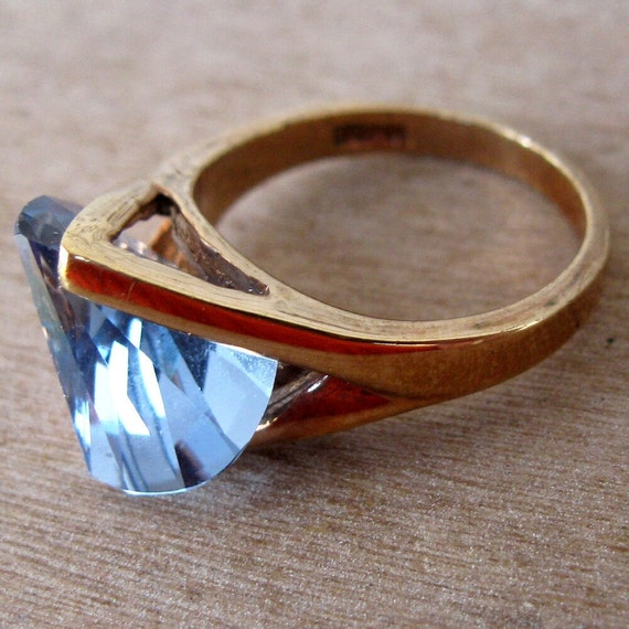 Vintage Ring 18KGold Electroplate and Blue Stone with Unique Fan Cut Size 7.5