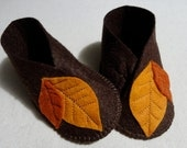 Wool felt leaf baby booties 6 to 12 months