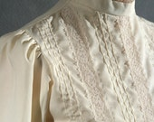 Vintage LACE VICTORIAN style HIGH COLLAR button back BLOUSE, size Medium
