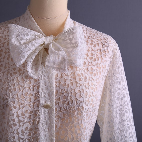 50s Blouse / White Lace Blouse / Cropped Top / Bow / size M to L