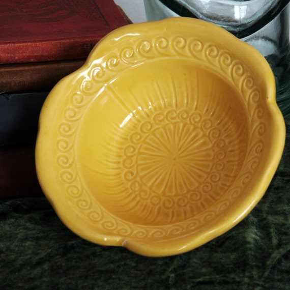 Vintage Mccoy Pottery Usa Buttery Yellow Bowl Rare Swirl