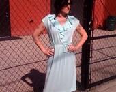 Adorable 70's sea-foam green ruffled summer dress... MED\/LARGE
