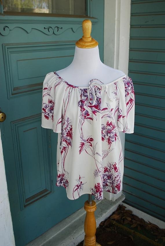summer love in a flowy flower shirt. SIZE L/XL