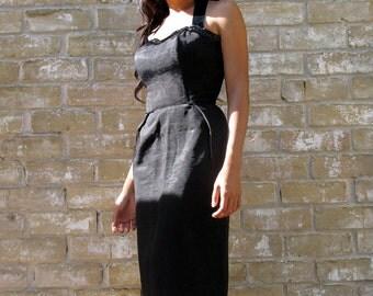 Vintage '50s wiggle dress.