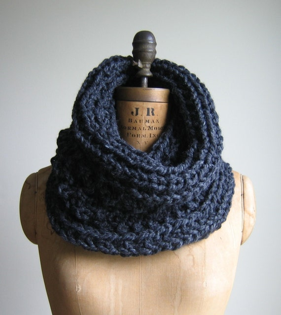Grey Chunky knit Cowl Charcoal Infinity scarf. Handmade knitwear. Gray circle scarf. Handcrafted.