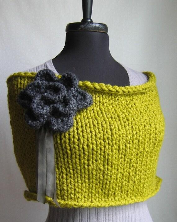 Knit capelet/cowl Chartreuse. Verbenea.
