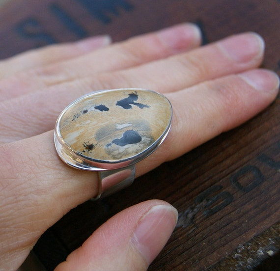 Rorshach, a Chinese Picture Rock cocktail ring