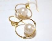 Swarovski pearl solitaire in gold baby hoop