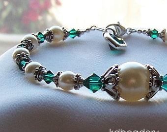 Swarovski Pearl Bracelet with Emerald Green Crystals. Bridal. May Birthstone.