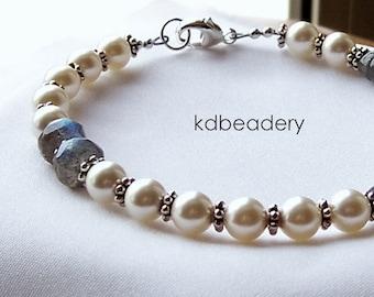 Labradorite and Swarovski Pearl Bracelet. Silver. Bridal.