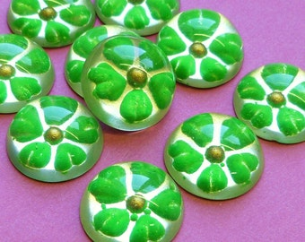 Four Vintage Plastic Cabochons with Green Flower (45-2F-4)