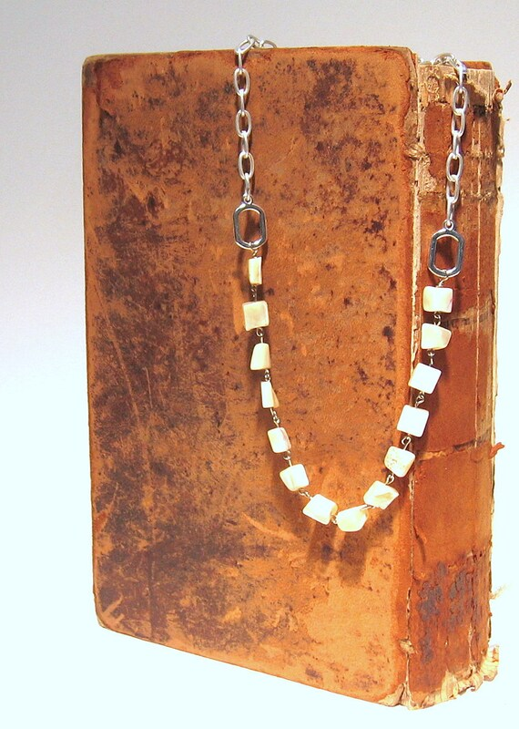 Mother of Pearl and Silver Links Necklace