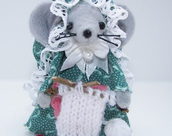 Felt Mice Knitter Handmade Knitter Mouse Mom Mouse Collectible Needleworker Gift Miniature by Warmth