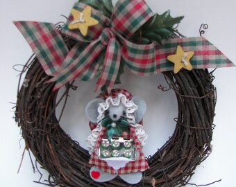 Grapevine Wreath Primitive Cookie Baker Mouse Wreath Christmas Red Green