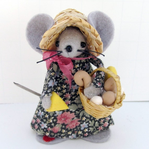 Market Day Mouse felt mouse collectable holding basket of handmade mini food