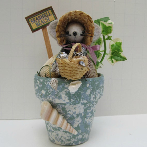 Seashell Beach Felt Mouse in Terra Cotta Pot handmade by Warmth