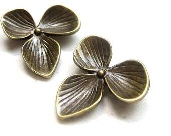 4pcs Antique bronze petal flower connector CN520