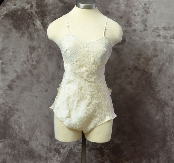 SALE.....1930s 40s Chemise Teddy Silk Rose pattern Lace backless