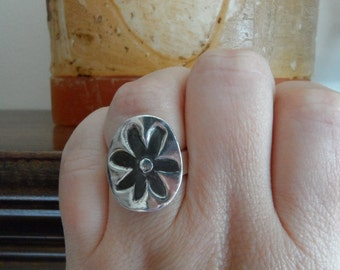 Flower Power Sterling Silver Ring - Custom order - Sizes 4 to 12