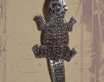 Crocodilian  ..  Alligator pin... Sterling Silver  ....        e248