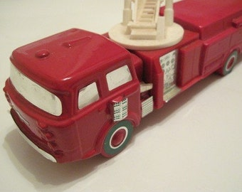 Avond Red Fire Truck- Engine Decanter Collectable - Avon