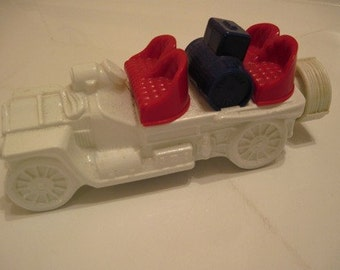 Avon collectible classic 1906 decanter car, red white and blue