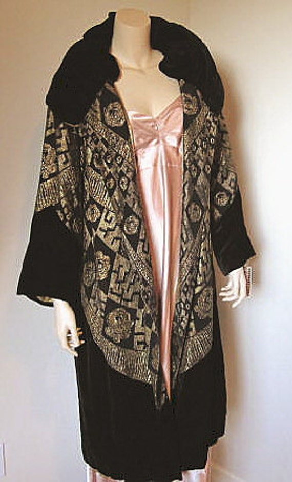 Exceptional 1920s Embroidered Opera Coat Gold Metallic