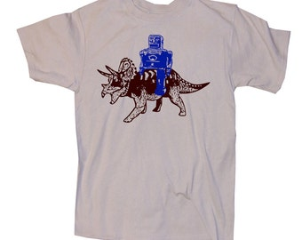 Robot and Triceratops Funny Science Geek Shirt - Dinosaur T-Shirt iS, M, L, XL, XXL (tan)